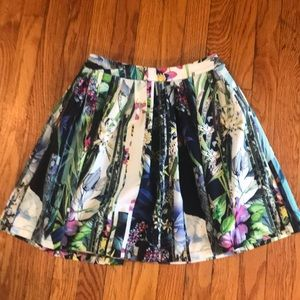 Cute skirt with pockets
